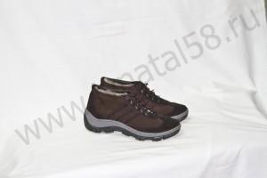 Зимние кроссовки  на литой подошве,обувной велюр,внутри - овчина Размер 41 - 45 Розничная  цена 1800 рубле