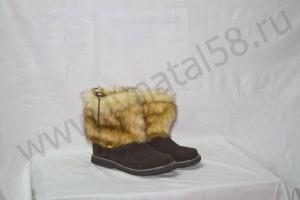 Угги  , на  микропоре, голенище - под лису, Союзка - коричневый  обувной велюр, внутри - овчина. Размер 36 - 42 Оптовая цена  1 800 рублей