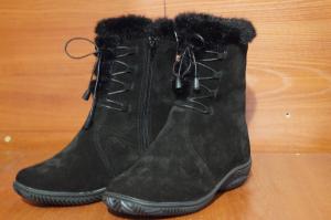 Ботики  женские,на литой подошве,голенище - спилок-велюр,союзка - обувной велюр,внутри  - овчина.  Размер 37 - 41 Оптовая цена 1500 рублей
