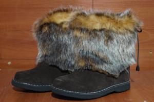 Угги женские ,микропора, голенище - под седую белку, союзка – коричневый обувной велюр, внутри - овчина. Размер 36 - 42 Оптовая цена 1 800