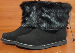 Угги женские ,микропора, голенище - черная норка, союзка – черный обувной велюр, внутри - овчина. Размер 36 - 42 Оптовая цена 1 800 рублей