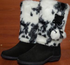 Унты женские  , литье, голенище - под бабочку, союзка – черный обувной велюр, внутри - овчина. Размер 36 - 42 Оптовая цена 1 300 рублей