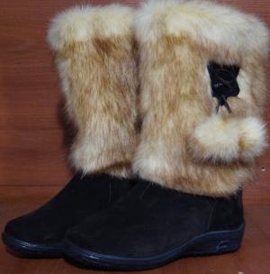 Унты женские  ,на литой подошве, голенище - под лису, союзка – коричневый обувной велюр, внутри - овчина. Размер 36 - 42 оптовая цена 1 900 рублей