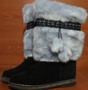 Унты женские  литье, голенище -под голубую норку, союзка – обувной черный велюр, внутри - овчина. Размер 36 - 42 Оптовая цена 1 600 рублей