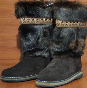Унты женские ,на войлоке, голенище -под шоколад, с тесьмой, союзка – обувной велюр, внутри - овчина,размер 35 - 42 Оптовая цена 1 500 рублей