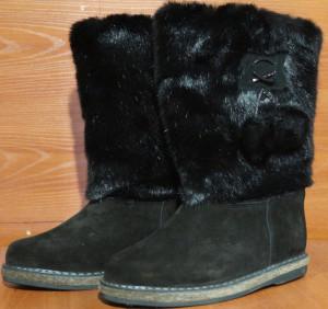Унты женские  на войлоке, голенище - под черную норку, Союзка -  обувной велюр, внутри - овчина. Размер 35 - 42 Оптовая  цена 1 500 рублей
