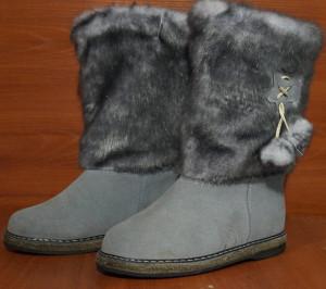 Унты женские, на войлоке, голенище - под голубую норку, союзка – голубой обувной велюр, внутри - овчина. Размер 36 - 42 Оптовая цена 1 300 рублей