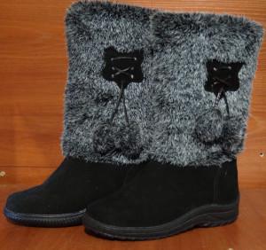 Унты женские  , литье, голенище - под ёжика, союзка – черный обувной велюр, внутри - овчина. Размер 36 - 42 Оптовая цена 1 300 рублей